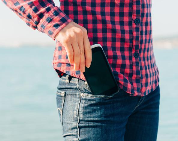 Por qué nunca debes llevar el celular en tu bolsillo?