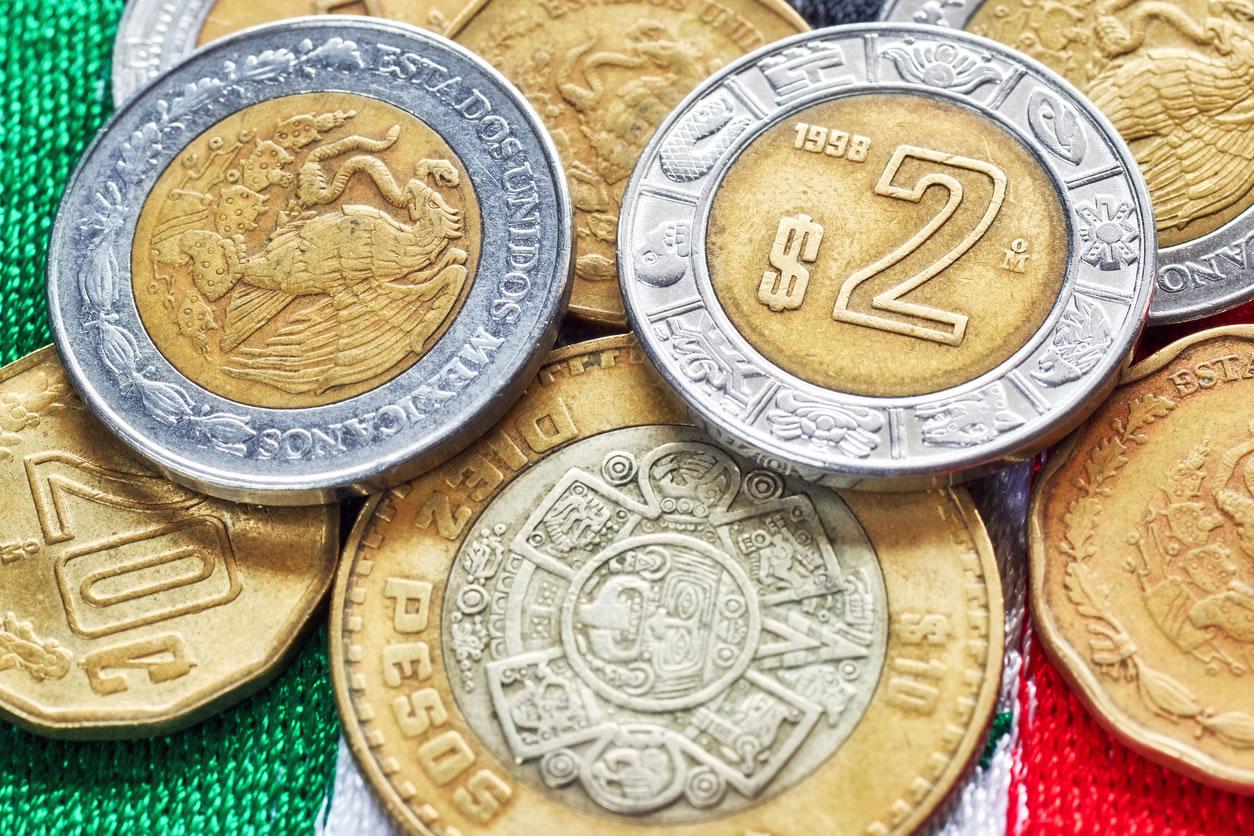 El dólar arrebata 45 centavos al peso mexicano en abril